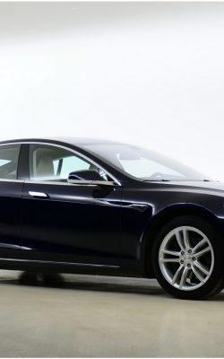 Taxi One - Nieuws - Nieuwe Tesla's voor Taxi-One.  Duurzaam ondernemen in de taxibranche.
